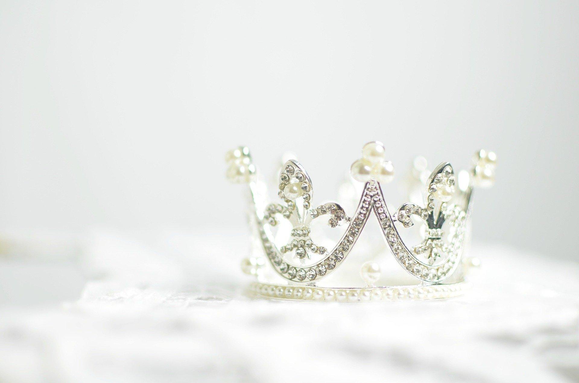 Koronás demokráciák. A monarchiák tanulóképessége Európában II.